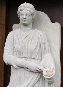 Die gallo-römische Quell- und Heilgöttin Sirona, Gefährtin des Apollo-Grannus, war bei den Treverern in dieser Region sehr beliebt