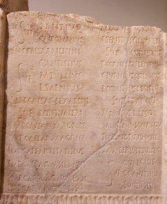 Römischer Fasti-Kalender (Foto: Kleuske, Lizenziert unter CC BY 2.5 über Wikimedia Commons)